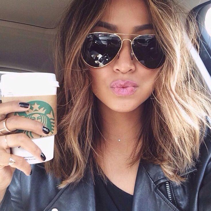 Schulterlange Haare glatt oder lockig?