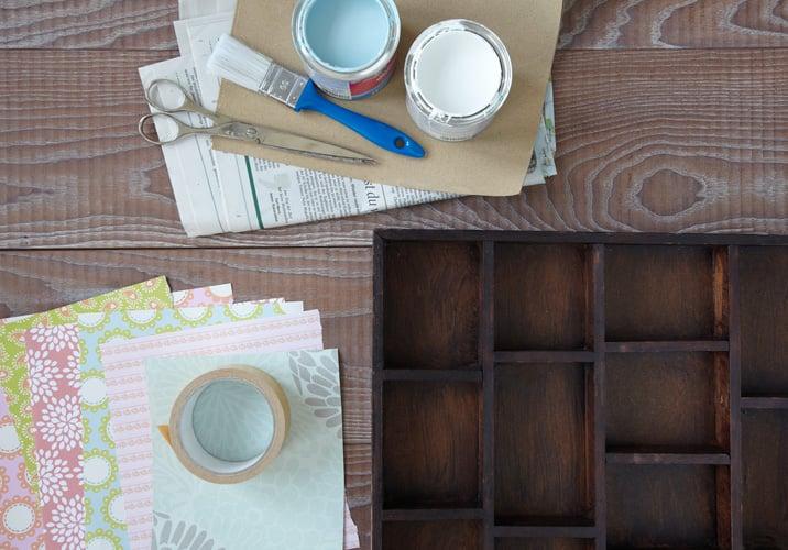 Die notwendigen Materialien für ein Regal in Shabby Chic selber Machen