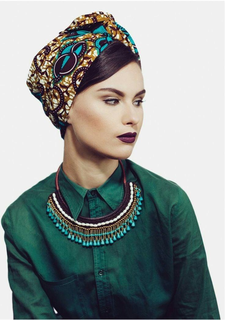Verliebt in den Ethno-Look, dann sollten Sie auf den Kopf einen Turban binden
