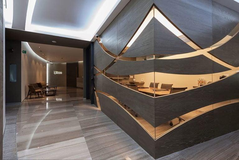 Diese der Wald entlehnte Holzverkleidung eignet sich besonders gut für Wohnzimmer
