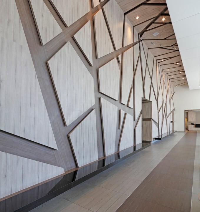 Diese Idee für Holzverkleidung sieht elegant und modern aus.