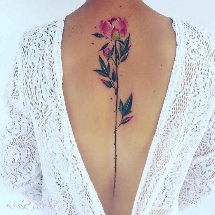 Romantik auf dem Rucken - Eine Blume mit Aquarellfarben tätowieren lassen