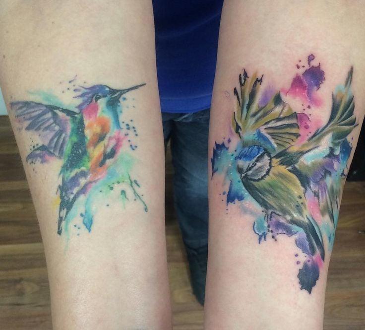 Das Tattoo Motiv, das man am meisten für ein Watercolor Tattoo bevorzugt ist das Kolibri in Grün-, Blau- und Lilanuancen