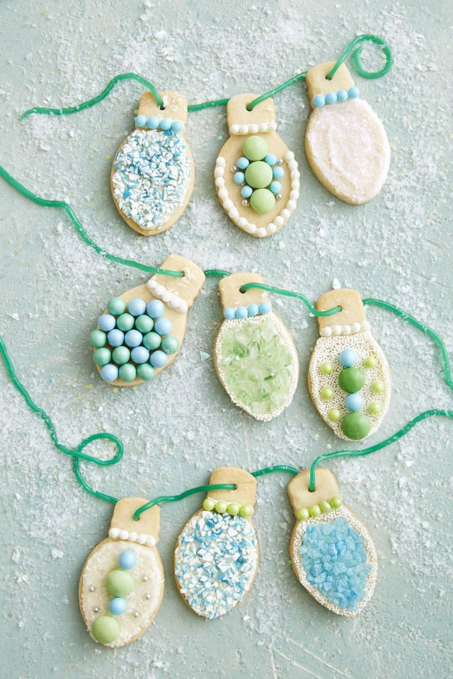 Weihnachtsdeko basteln - Girlande aus Weihnachtsplätzchen