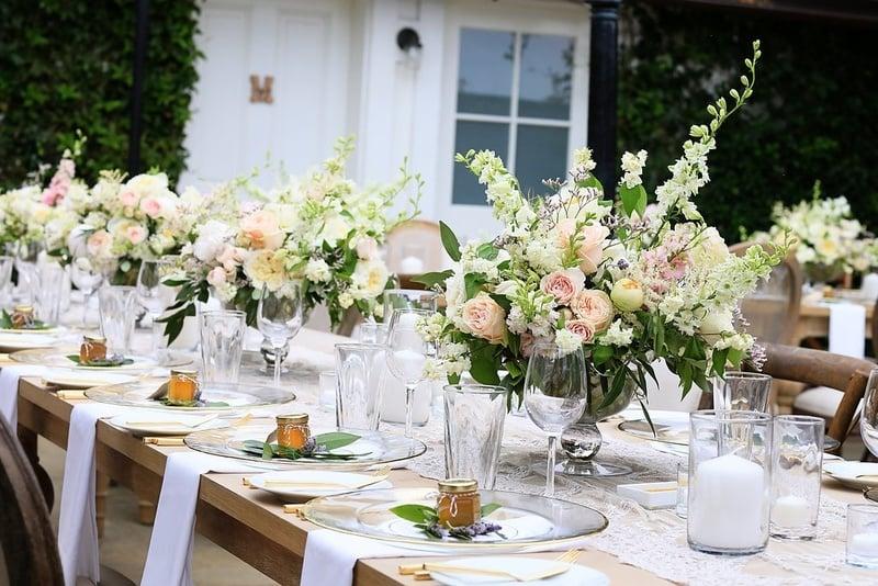 Windlichter und Blumen - eine tolle Kombination