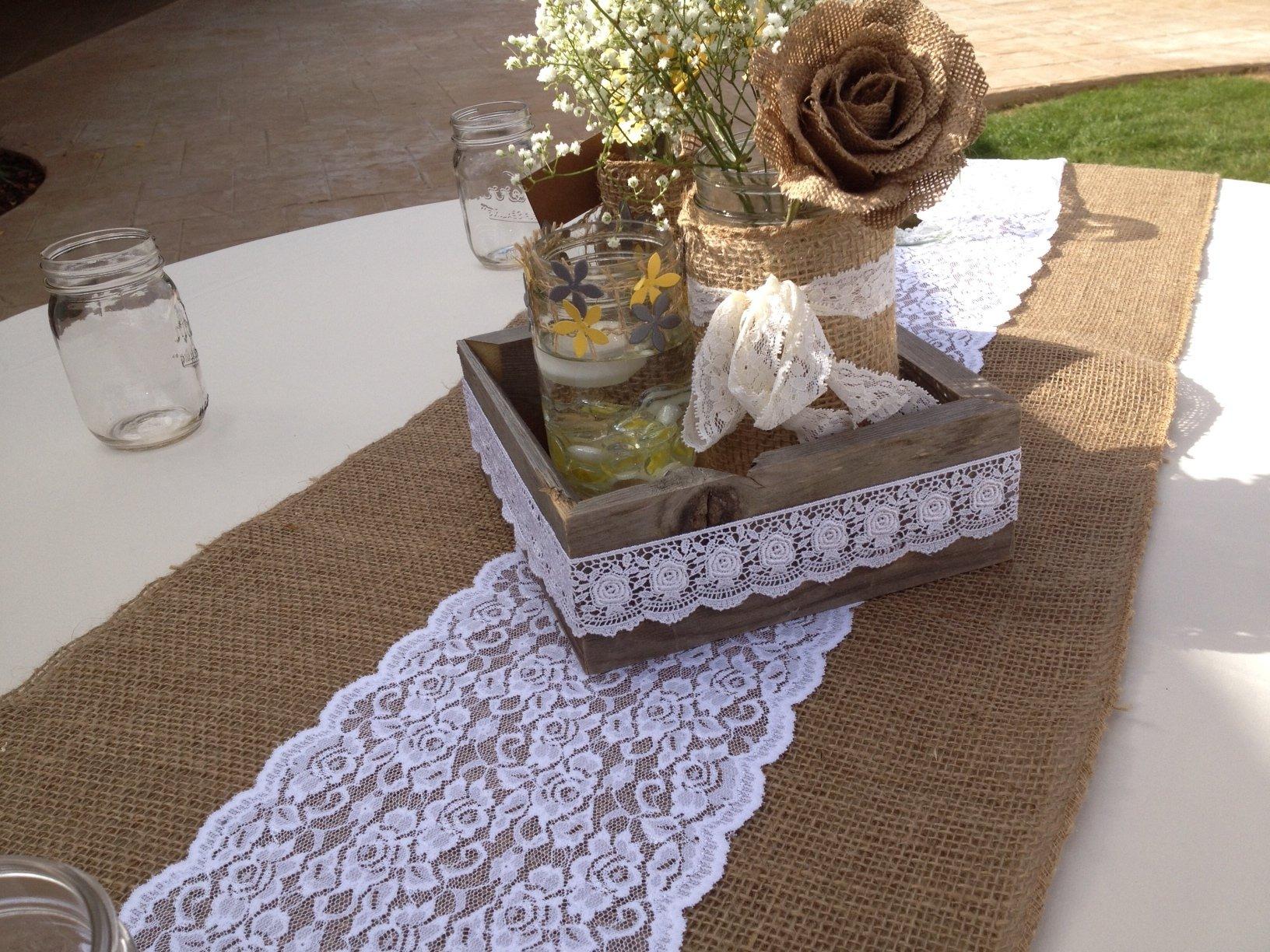 Leinen und natürliche Materialien für ein Gartenhochzeitsfeier