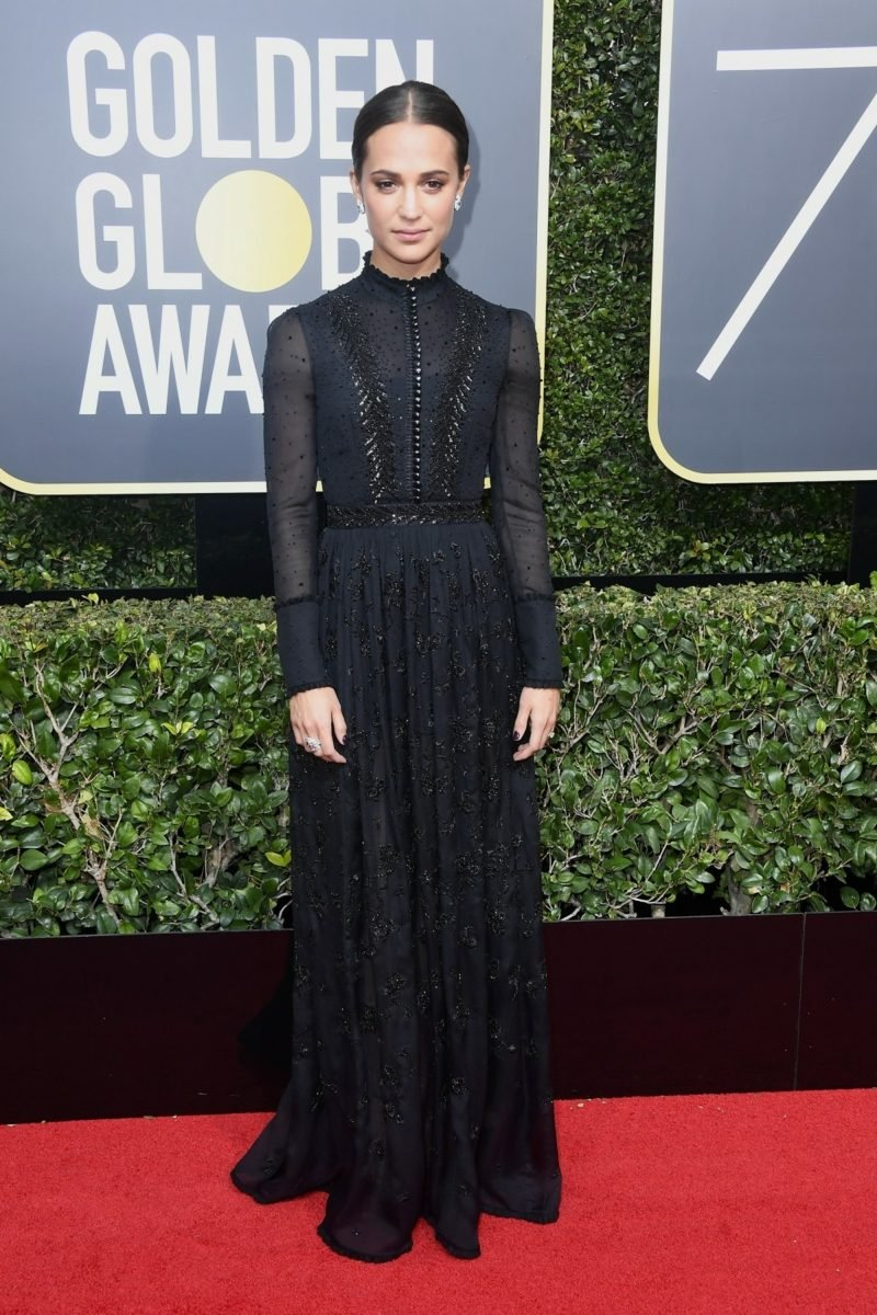 schwarze Kleider hochgeschlossen Alicia Vikander