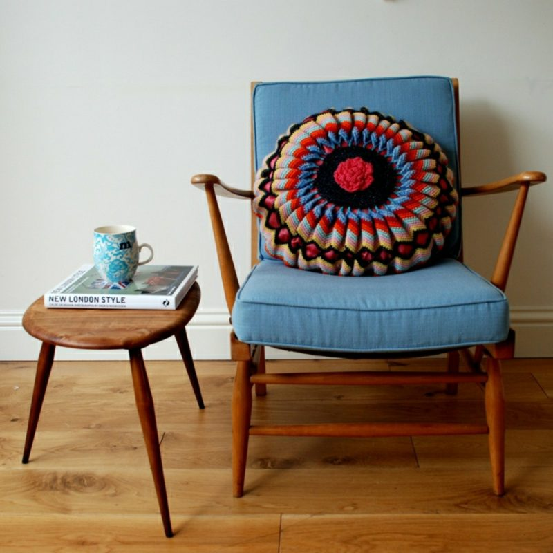 antike Möbel Stuhl und Kaffeetisch