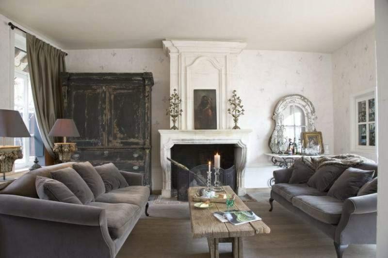 antike Möbel Wohnzimmer mit Kamin