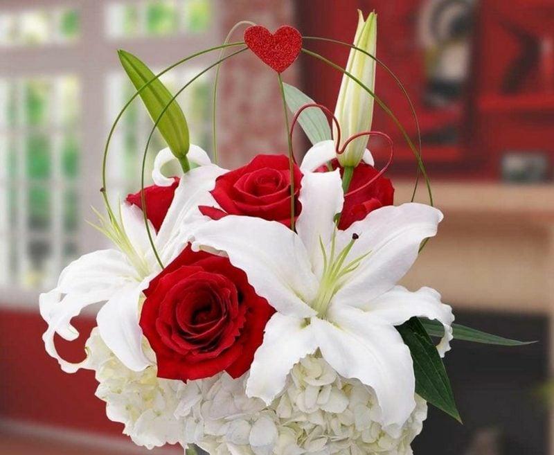 Blumenarten rote Rosen weisse Lilien Valentinstag