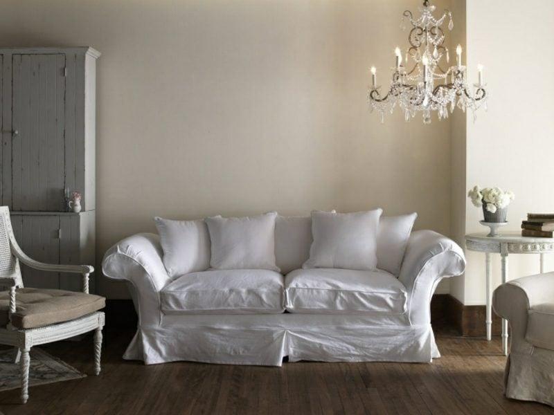 antike Möbel bequemes Sofa Kronleuchter