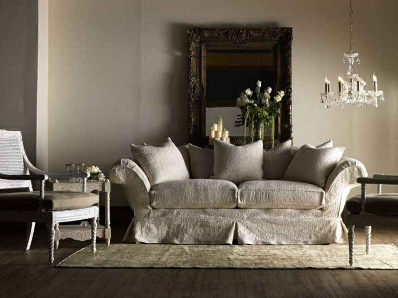 antike Möbel im Wohnzimmer