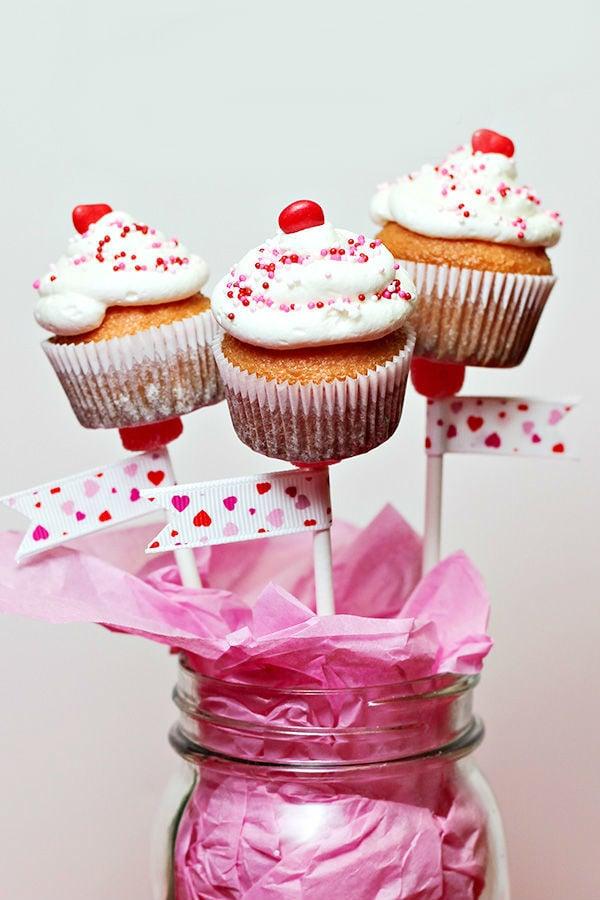 Ein Strauß von Muffins ist das perfekte Geschenk, das sagt: Alles Liebe zum Valentinstag!