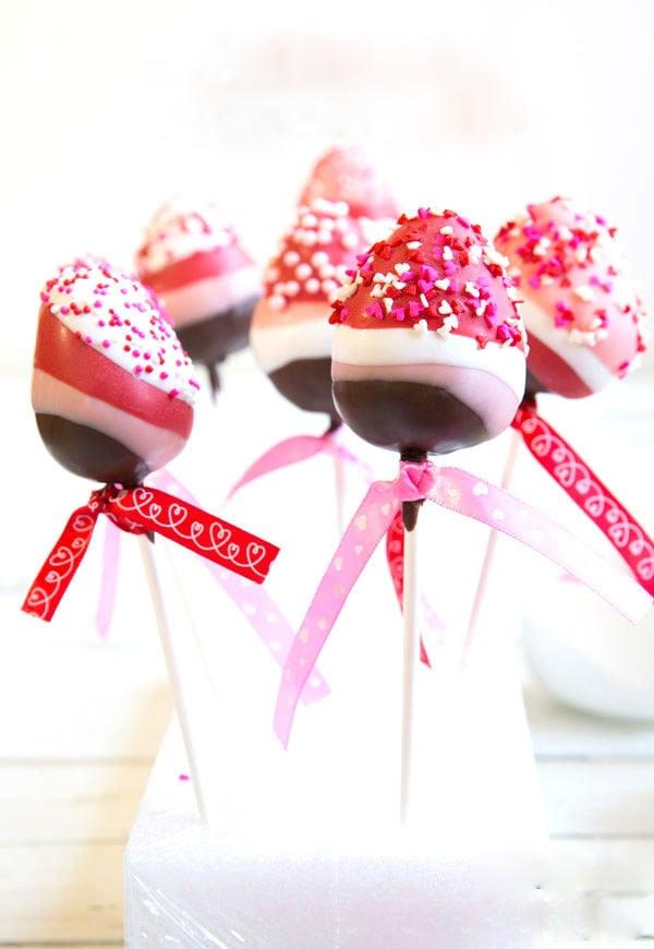 Leckere Erdbeeren mit Schokoladenglasur - der Klassiker für Valentinstag