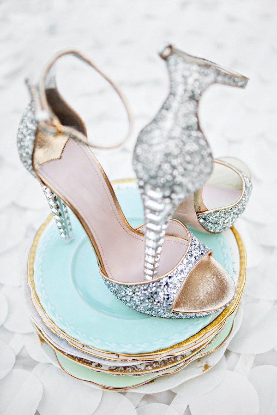 Etwas Altes, etwas Neues, etwas Geliehenes und etwas Blaues, aber was sagen die Bräuche für die Brautschuhe?