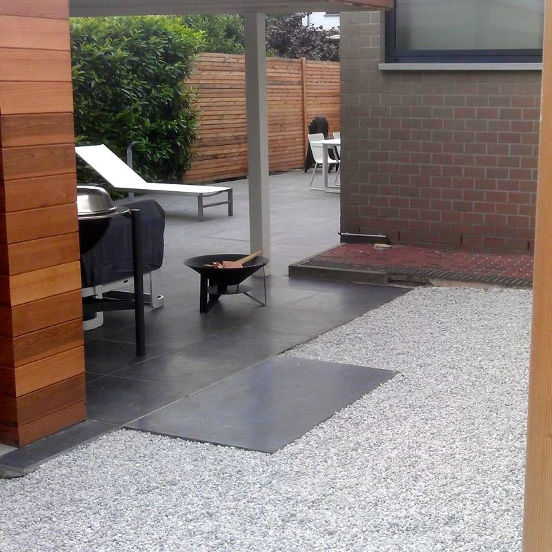 Die moderne Gartengestaltung ist mit Kies