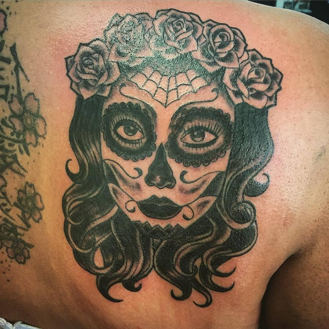 La Catrina Tattoo mit Rosen