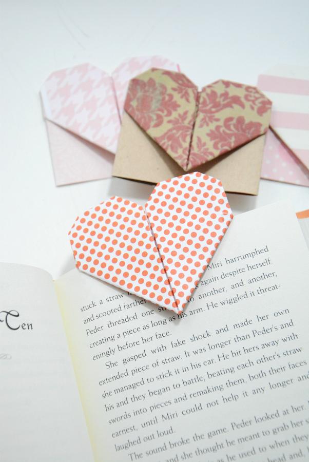 Dieses umwerfendes Lesezeichen in Kombination mit einem interessanten Buch passt auch besonders gut für ein tolles Geschenk zum Valentinstag.