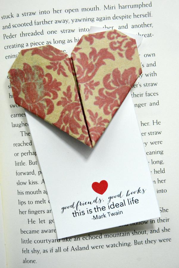Lesen Sie hier die volle Anleitung für dieses Herz- Lesezeichen