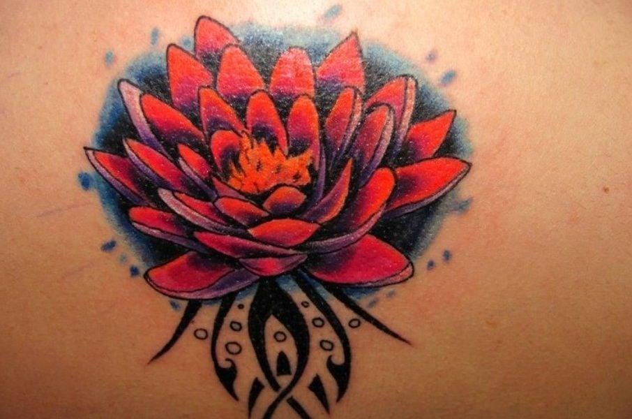 lotusblume tattoo die beliebteste florale t towierung hat. Black Bedroom Furniture Sets. Home Design Ideas