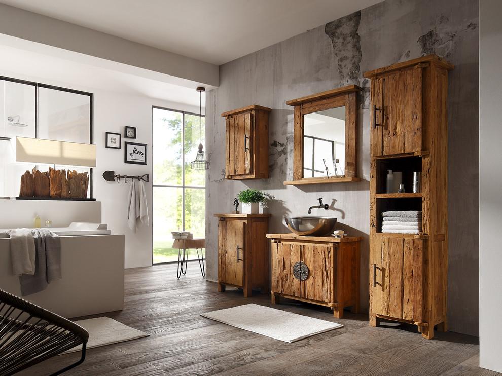 Massivholzmöbel im Badezimmer