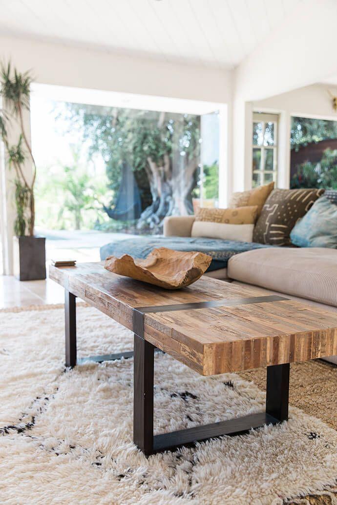 Massivholzmöbel kombiniert mit Metall schaffen wunderbares Ambiente