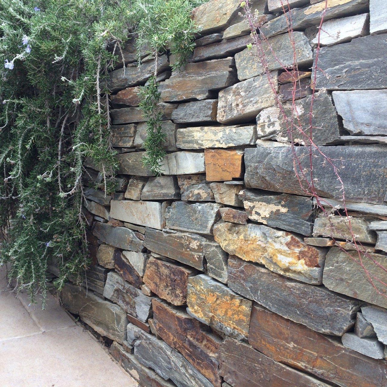 Robuste Mauer - Kombination von hoher Schutzklasse und umwerfendem Look
