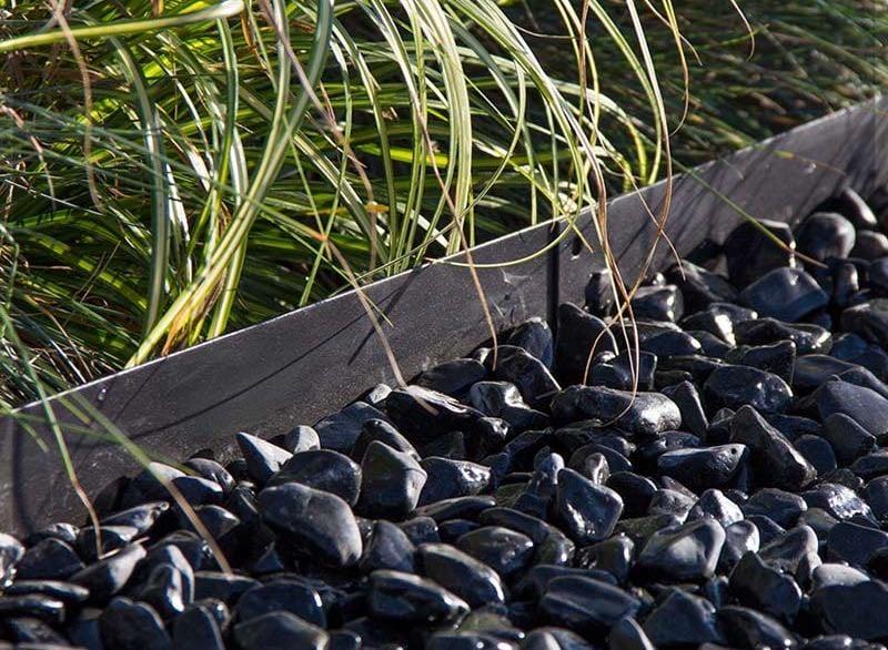 Die kleinen schwarzen Steine sind eine umwerfende Ergänzung zu Ihrem Traumgarten