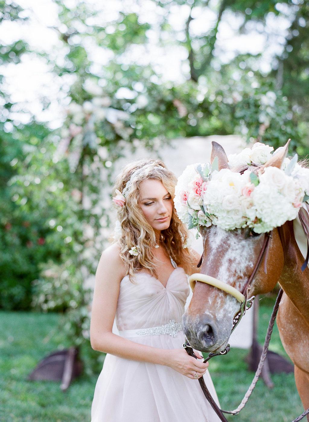 Schöne Pferdebilder mit Blumen
