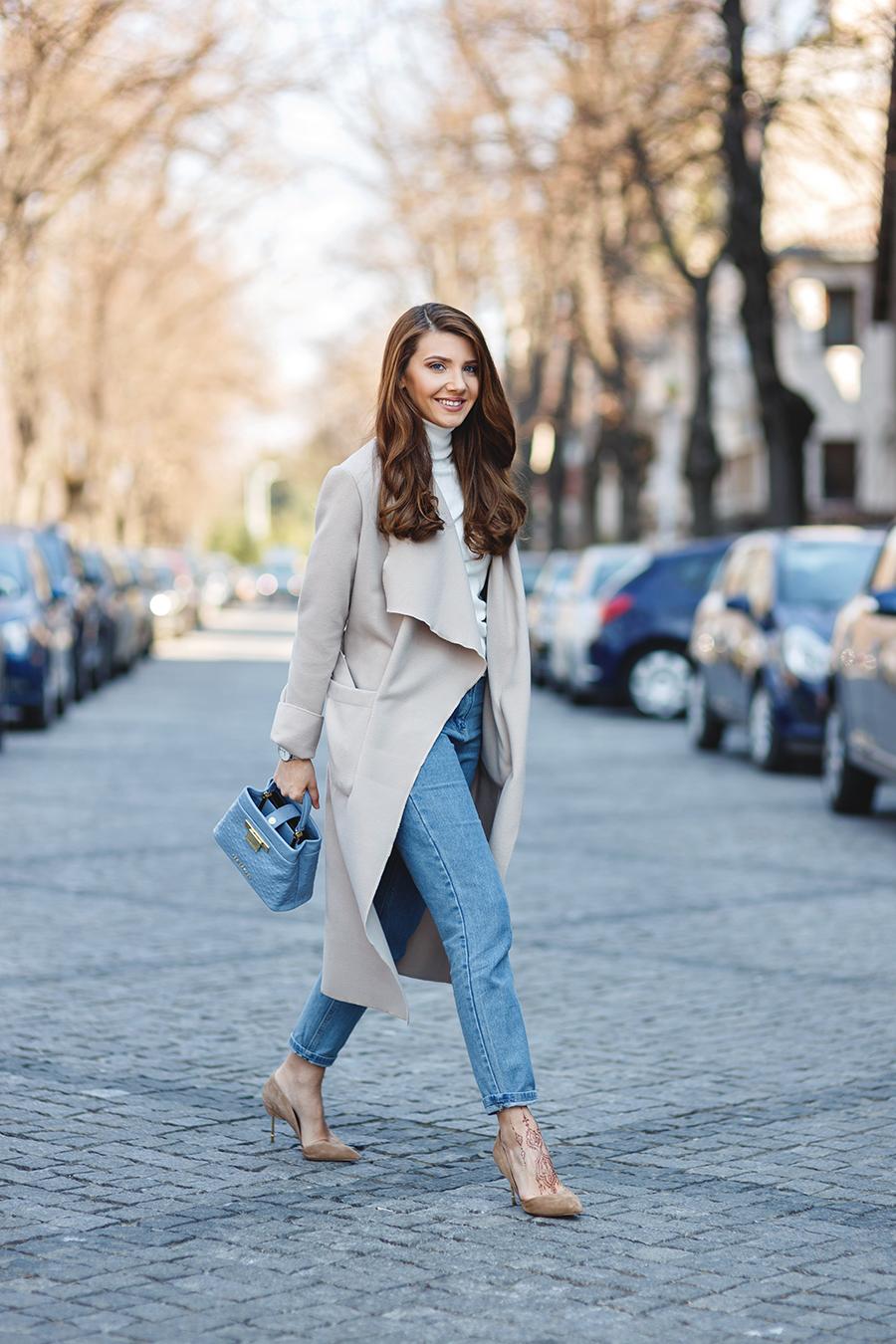 """Die selbständige und erfolgreiche Frau trägt einen """"Smart Casual"""" Look so ..."""