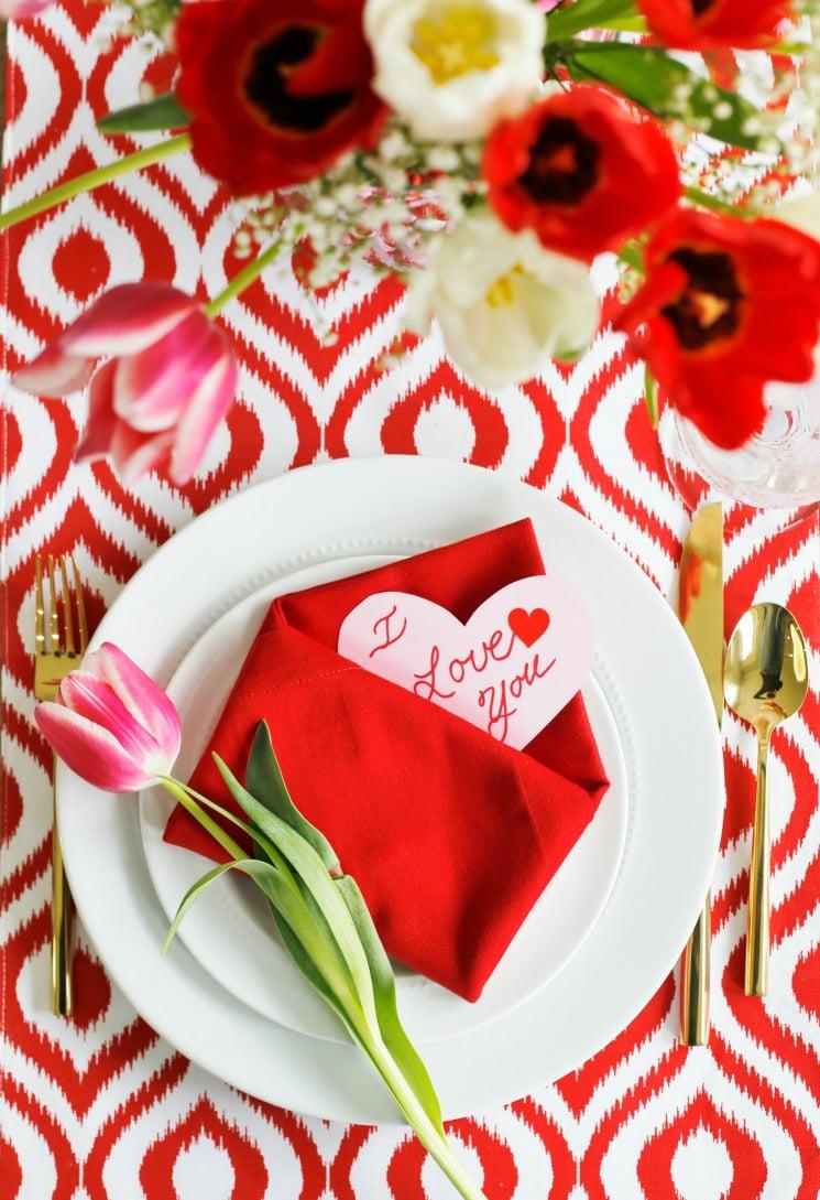 Valentinstag Tischdeko in Rot