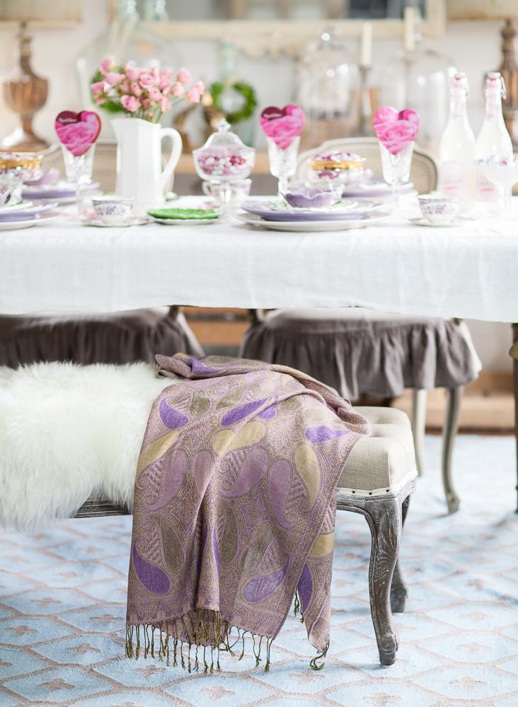 Tischdeko in Weiß und Rosa für Valentinstag