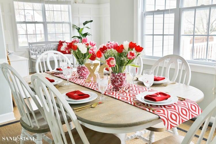 die beste berraschung f r valentinstag fr hst ck mit wundersch ne tischdeko valentinstag. Black Bedroom Furniture Sets. Home Design Ideas