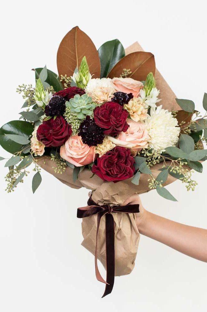 Der Blumenstrauß ist immer eine gute Idee, aber hier können Sie lesen, wie die Valentinstag Strauß richtig zu schenken!