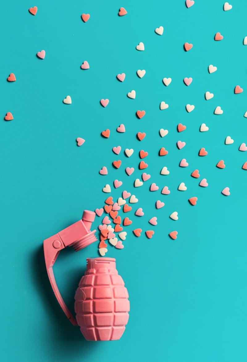 Wie sollte Sie für Valentinstag Ihre Freundin überraschen? - die Konfetti-Bombe