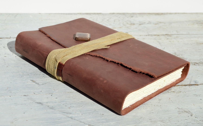 Ein Notizbuch mit Lederoptik - eine atemberaubende Geschenkidee zum Valentinstag