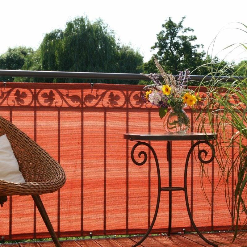 Balkonverkleidung aus Stoff rot origineller Look