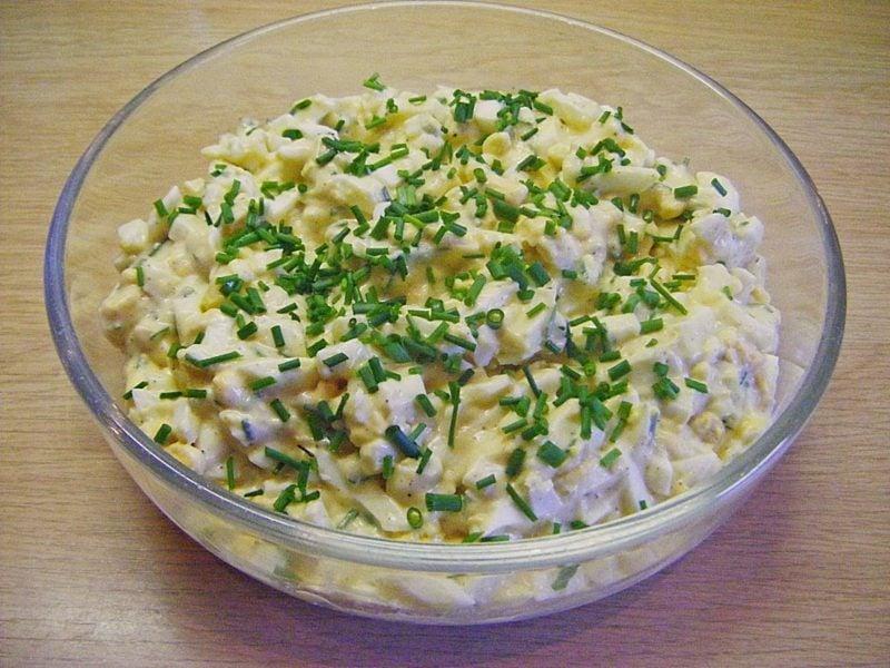 Eiersalat zubereiten mit Schinken