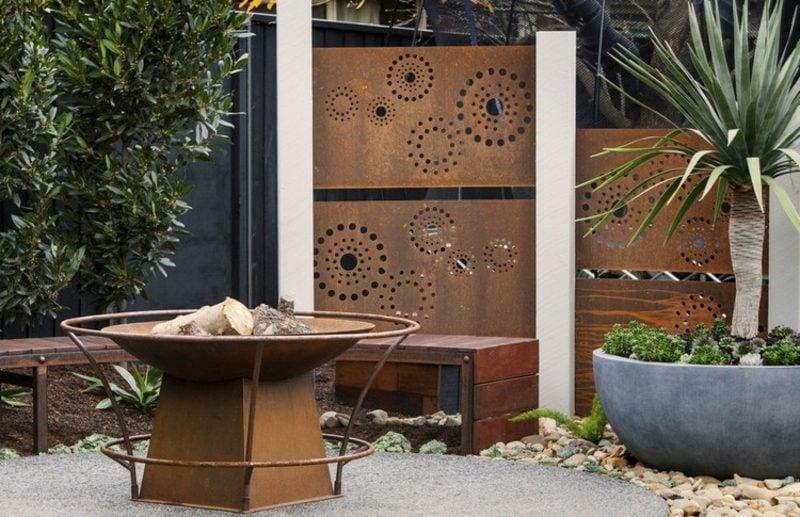 Sichtschutz Garten dekorativer Zaun aus Cortenstahl