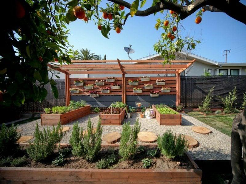 Sichtschutz Garten Pergola Hochbeeten japanischer Stil
