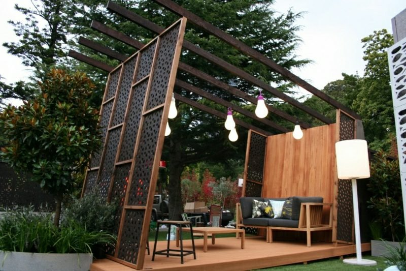 Sichtschutz Garten moderne Pergola Beleuchtung