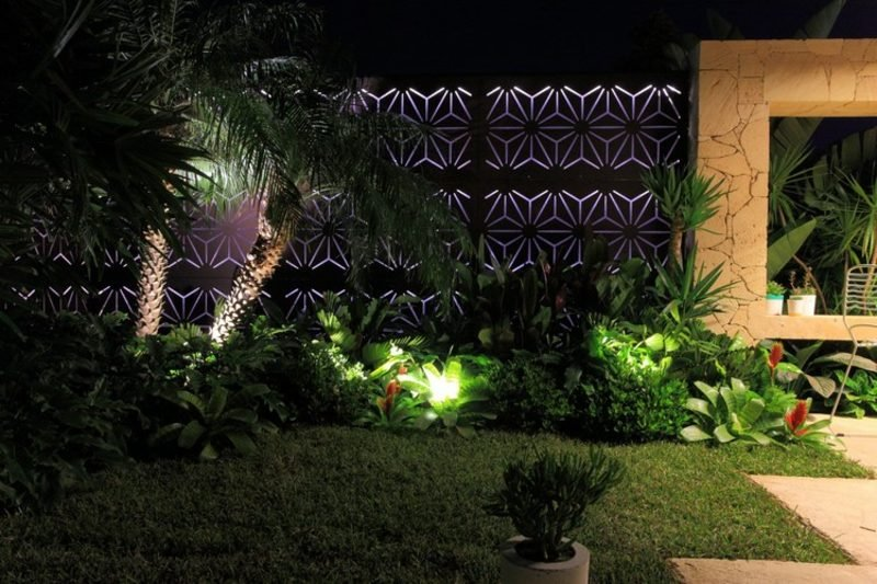 Sichtschutz Garten Zaun Edelstahl integrierte Beleuchtung