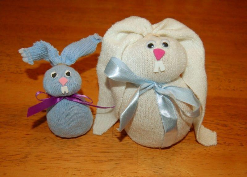 Osterdekoration Hasen aus alten Socken