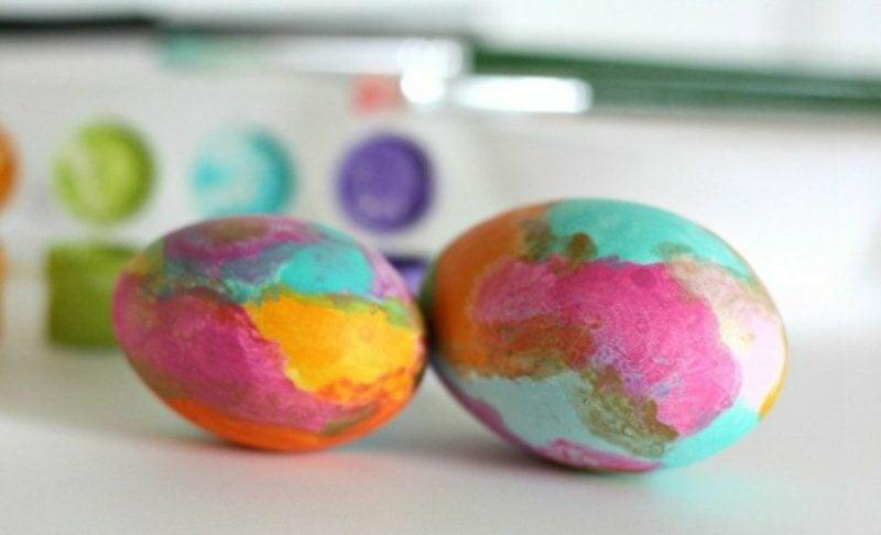 Ostereier bemalen mit Kindern Flecken herrlicher Look
