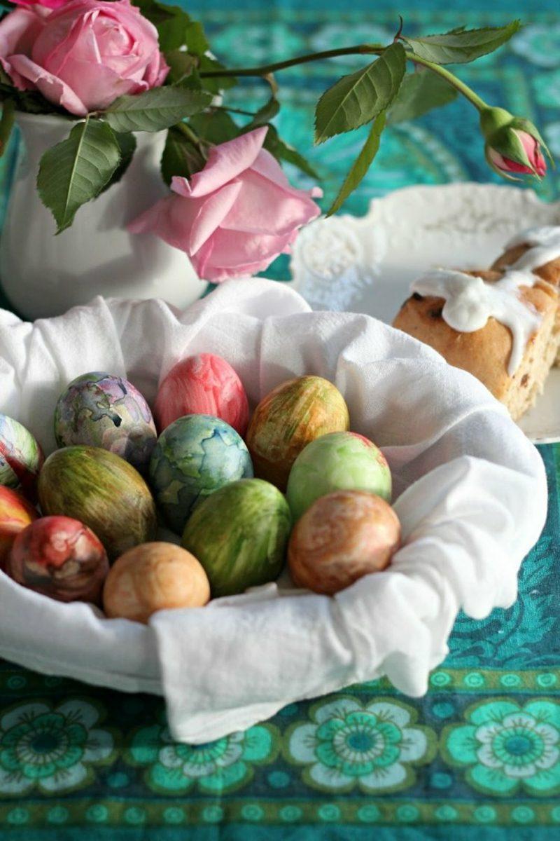 Ostereier bemalen mit Kindern Wasserfarben verwenden