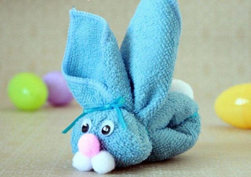 Ostergeschenke basteln Hase aus Handtuch