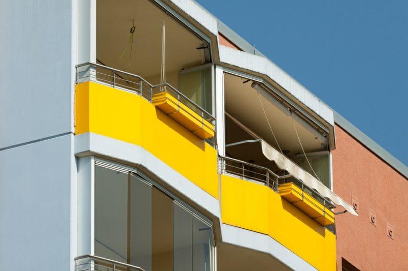 Balkonverkleidung Stoff gelb origineller Look