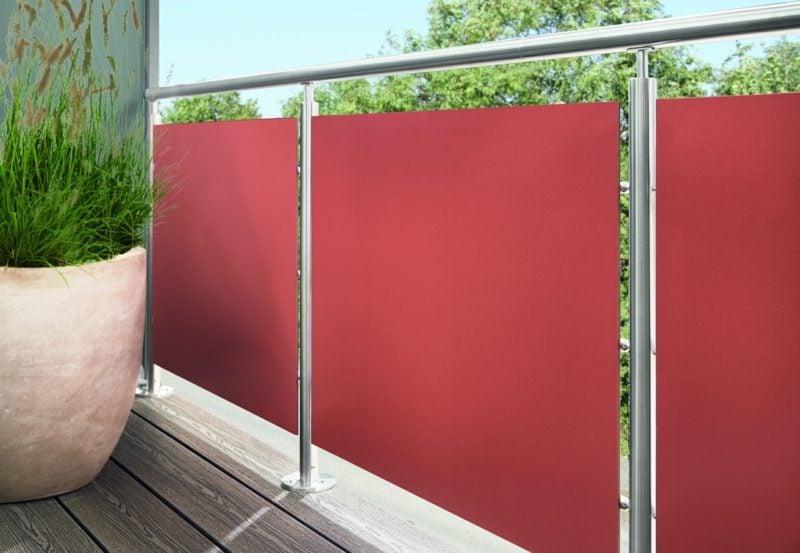 Balkonverkleidung aus Stoff rot