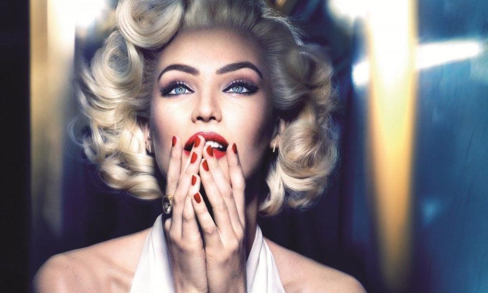 Liebe Blond-Junkies, Sie können raus aus dem Schatten kommen, weil 2018 das Jahr der Blondine ist.