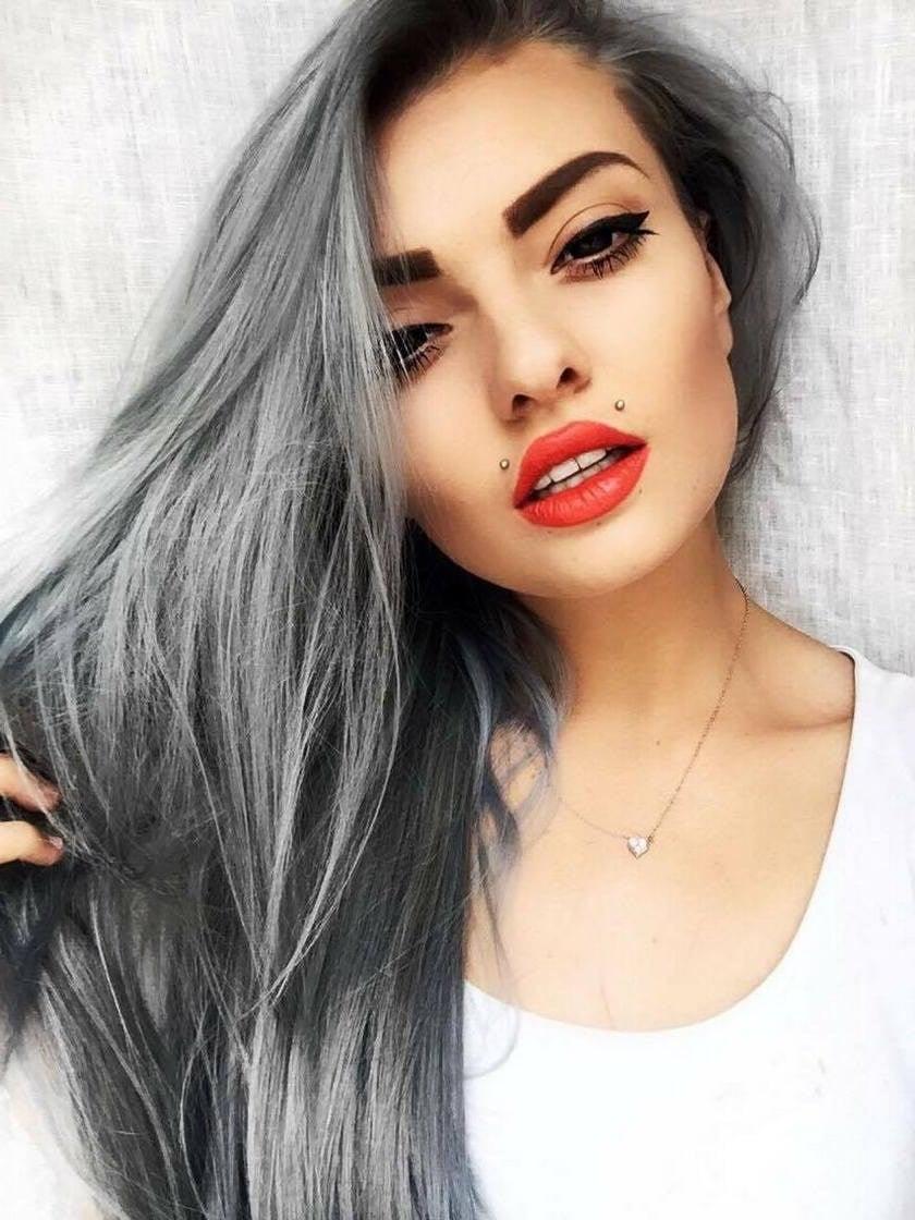 Strahlen Sie mit Silber Haarfarbe